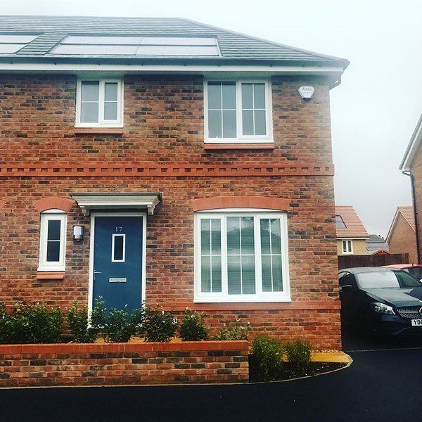 Spacious new build on the edge of Country Park, vacation rental in Ashton-under-Lyne