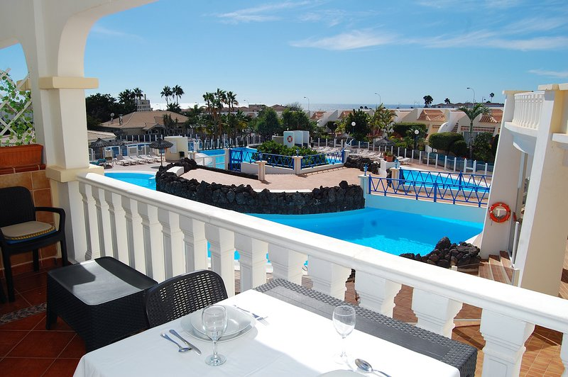 The Palms Golf, Golf Del Sur - 2 bed duplex with sunny terraces, casa vacanza a Atogo