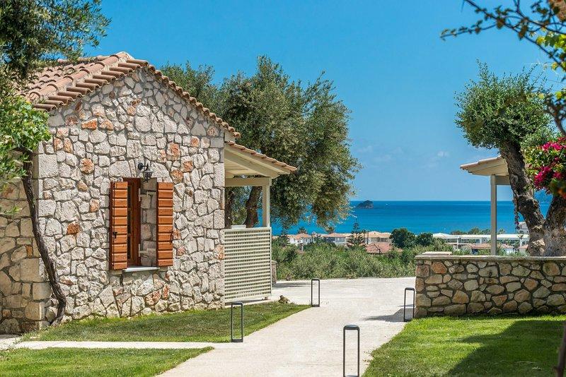 Evylio Stone Studio with Sea View, location de vacances à Agios Sostis