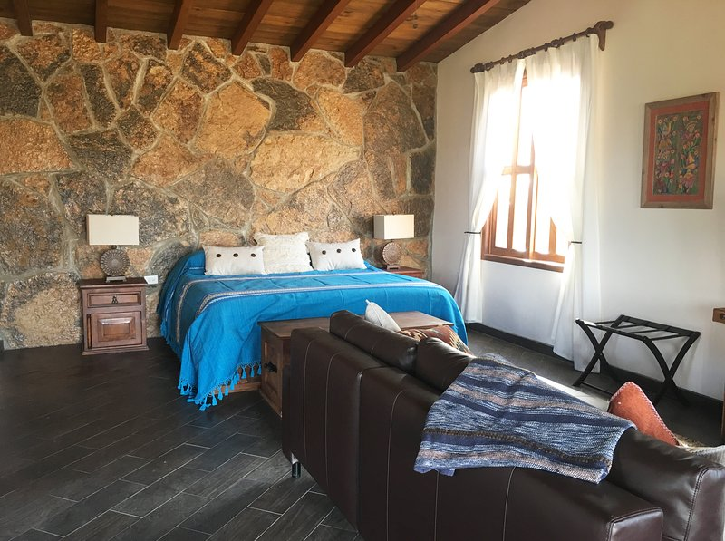 Cabana on the Enkanto Vineyard, Valle de Guadalupe, holiday rental in Villa de Juarez
