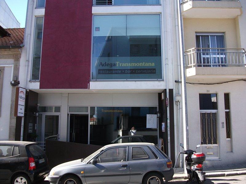 localizado muito perto do cento, 5 minutos a pé, holiday rental in Vila Verde