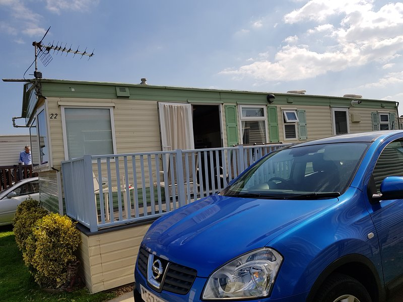 CaribbCay By The Sea with Sea Views and dog friendly, holiday rental in Gimingham