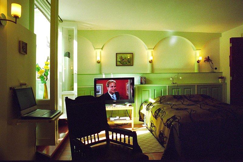 Parkzijde Bed & Breakfast - Garden room, holiday rental in Duivendrecht