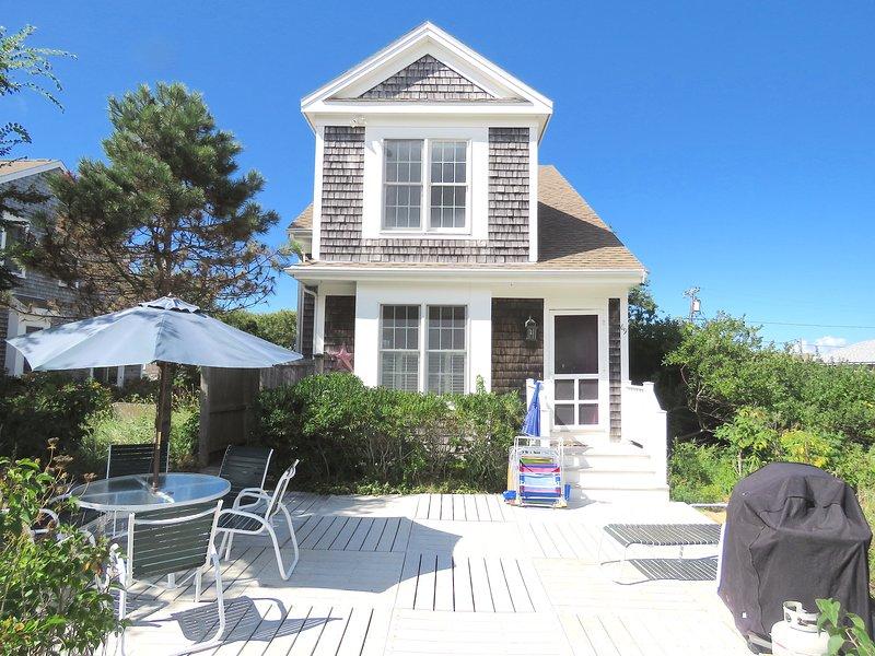 Bright, recently built beach house, 200 feet from the beach.