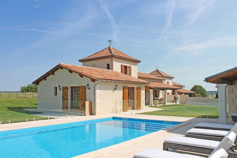 Le Merisier, Le Manoir de Longeveau, holiday rental in Petit-Bersac