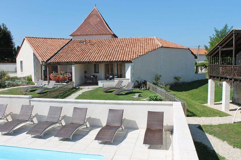 Le Cerisier, Le Manoir de Longeveau, holiday rental in Petit-Bersac