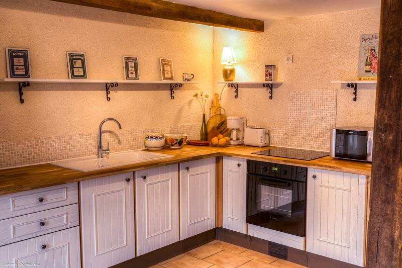 Farm Cottage; Charming & Cosy, holiday rental in Deneze-sous-Doue