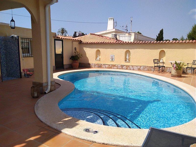 Casa independiente con piscina en la Playa del Albir, holiday rental in L'Alfas del Pi