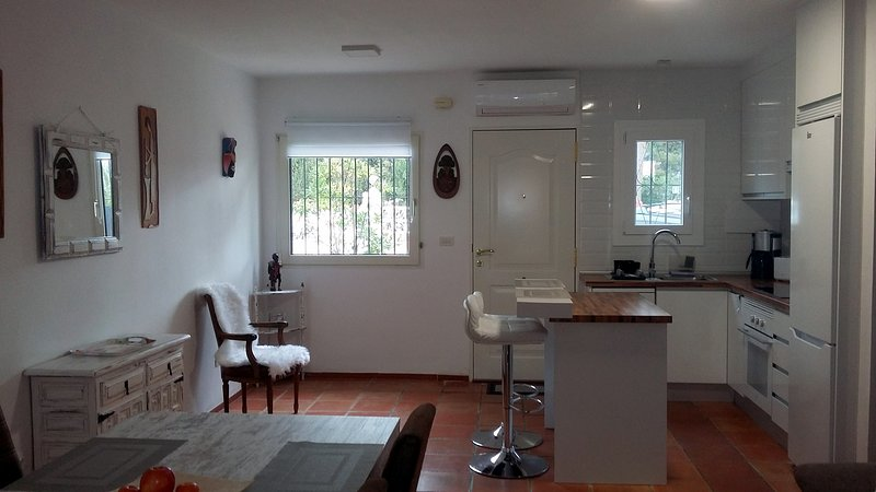 CASA A 6 KM PLAYA ALBIR Y 8 KM PLAYAS BENIDORM, vacation rental in Polop