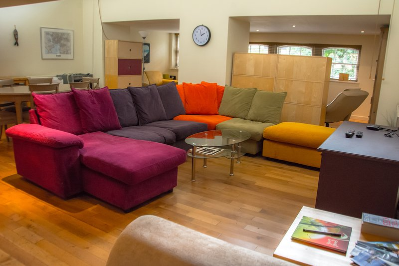 Plymouth City Centre Secured Apartment>Parking, vacation rental in Bickleigh