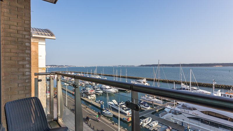 Perfect Harbour Views, vacation rental in Poole