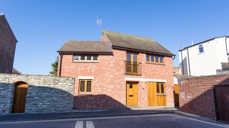 Dennetts House, holiday rental in Poole