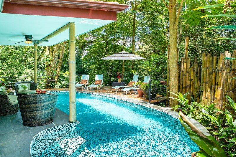 Rainforest Gem 2BR Aracari Villa with Private Pool, AC & Wi-Fi, location de vacances à Parc national Manuel Antonio