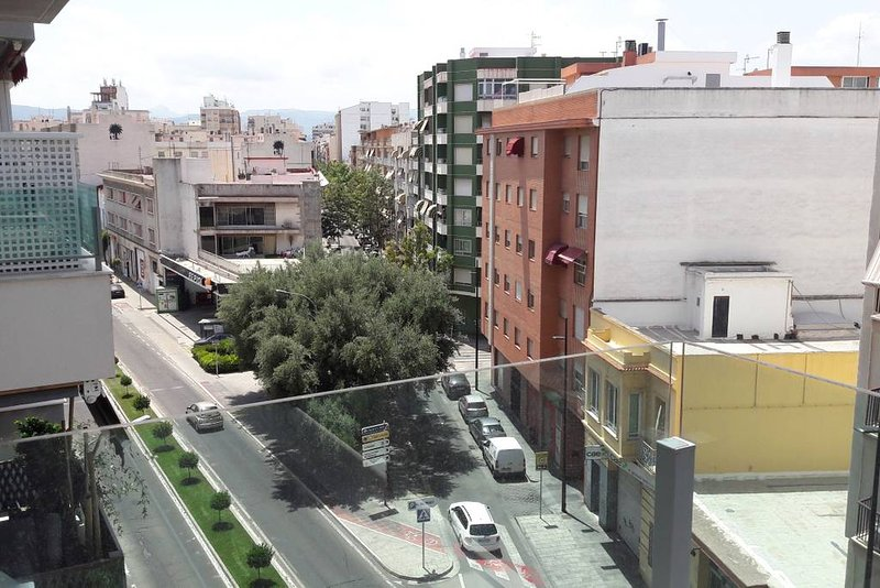 Beautiful apt with balcony, vacation rental in Alfauir