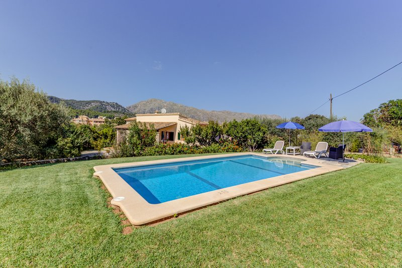 Villa with private pool walking distance to Pollensa town (Coste Rafal) Chalet in Puerto Pollensa