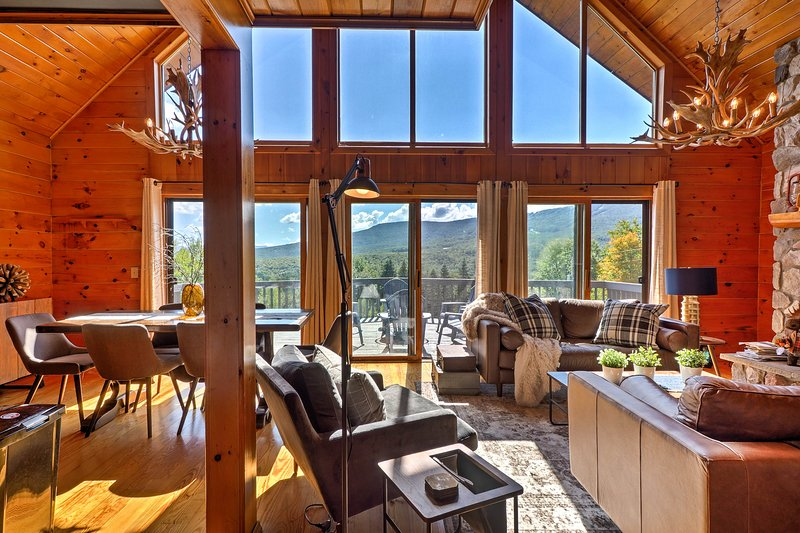 Take a trip to this stunning 4-bed vacation rental cabin in Fleischmanns!