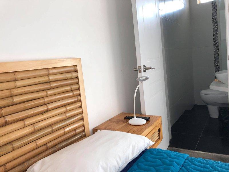 PARACAS GUEST HOUSE HABITACION TRIPLE, vacation rental in Paracas