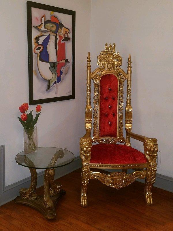 Puede alquilarme un Royal Thron para su evento especial. Ideal para cumpleaños, graduación, engagem.