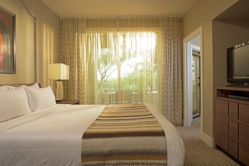 King Bedroom View (notare la porta del patio vista attraverso la porta a sinistra