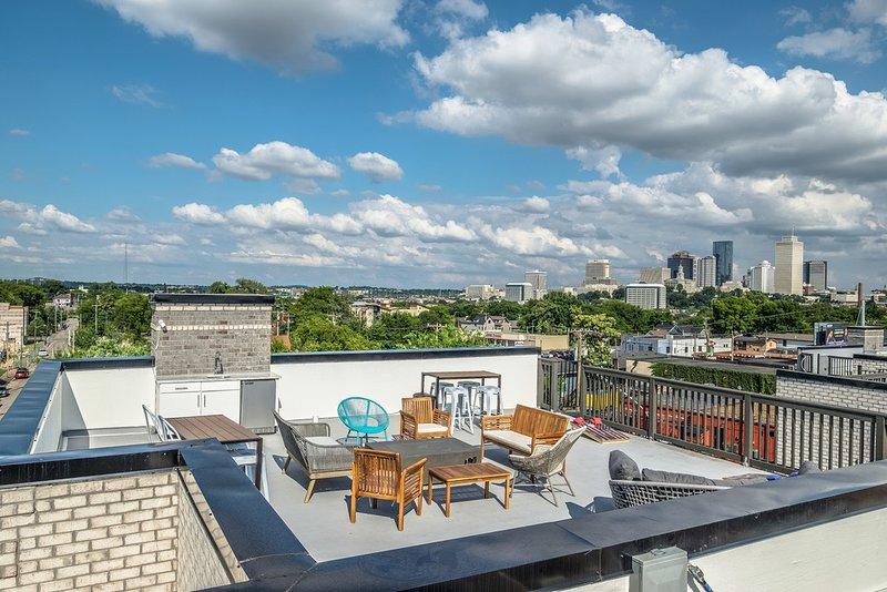 ★Bachelor(ette) Dream! Rooftop Terrace/1.5m to DT★, vacation rental in Nashville
