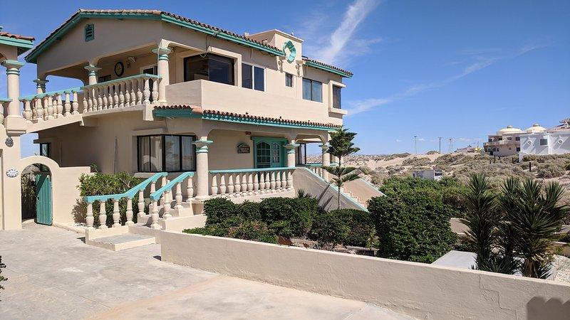 El acceso al lado este de la casa de playa.