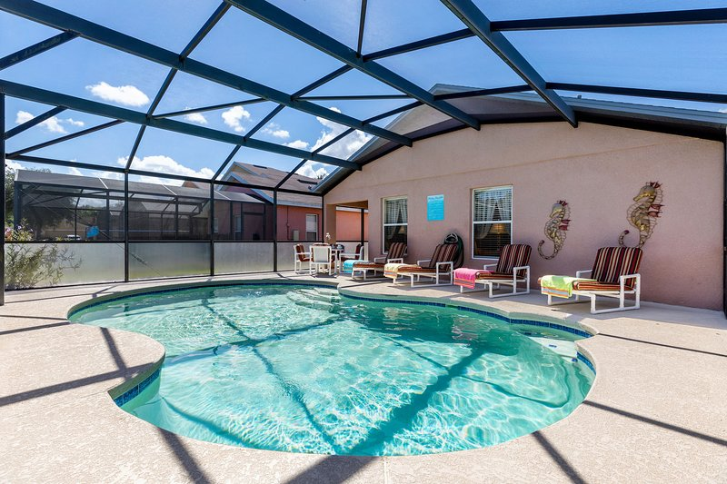 Enjoy the private pool with sunloungers to enjoy the Florida sun