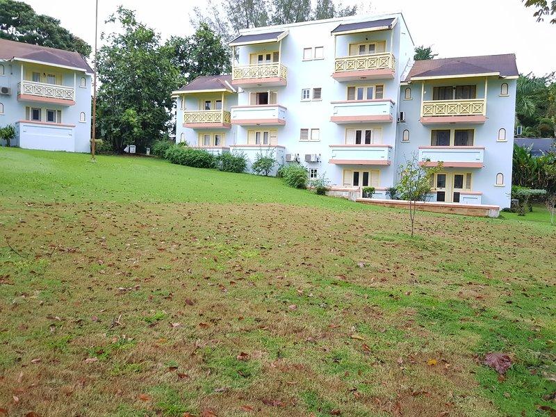 Immeuble - 12 unités. Une chambre est en haut à gauche.