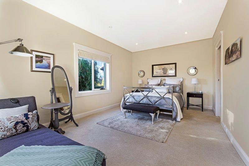 Spacious bedroom..