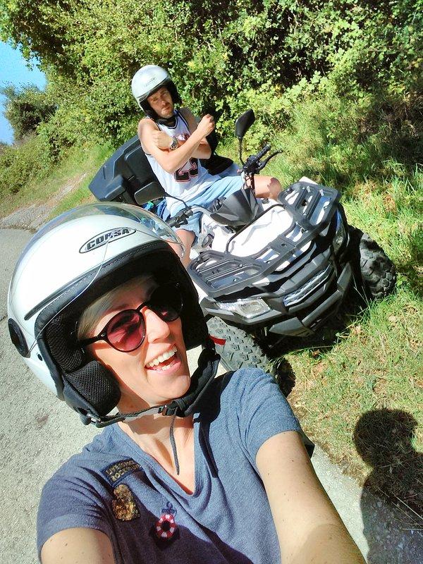 Há muitas maneiras de explorar Kefalonia - divirta-se em um quad!