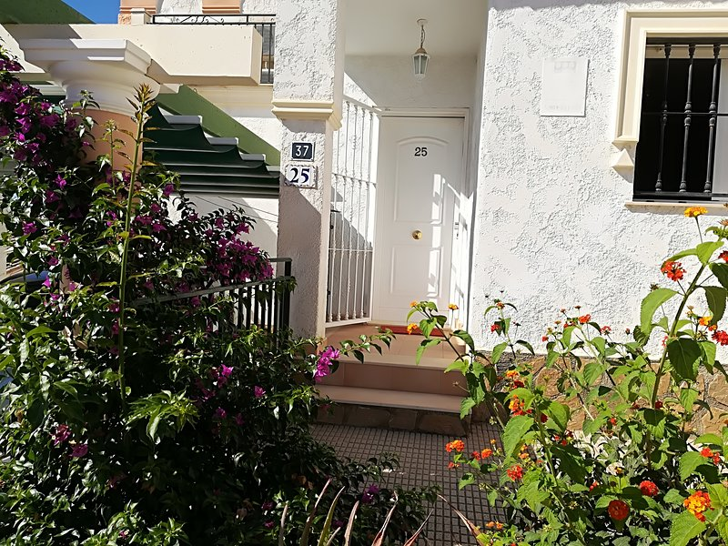 Spacious house with shared pool, holiday rental in La Nucia