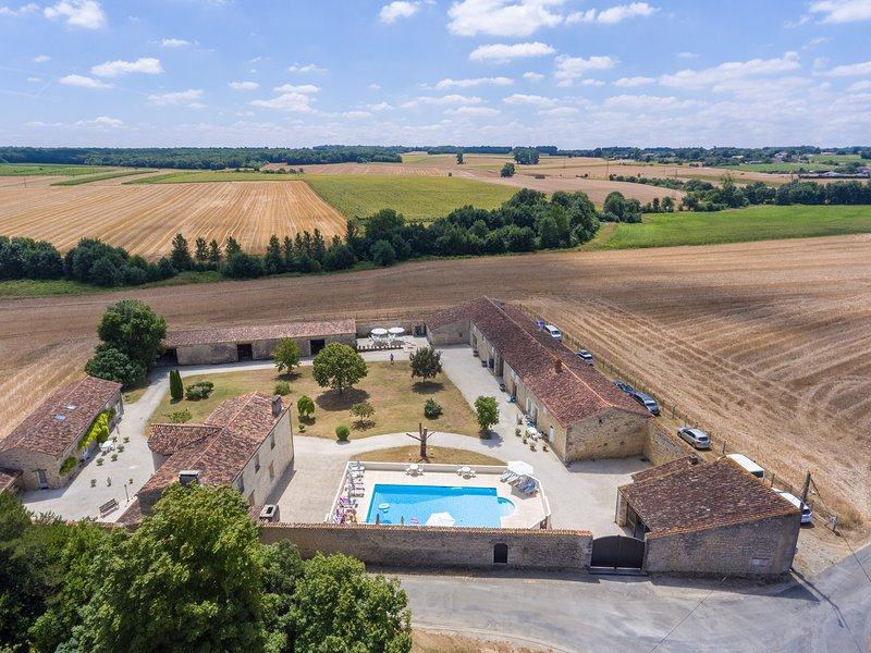Le Vieux Monastere, vacation rental in Taillebourg