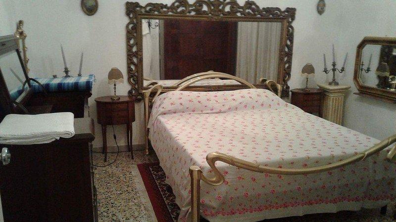 Appartamento finemente arredato vicino centro storico e stazione dei treni e Mef, location de vacances à Formigine