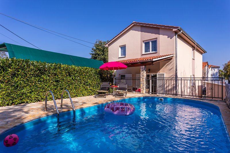 Holiday Apartment With A Private Swimming Pool, Fenced Garden And BBQ, vacation rental in Soline