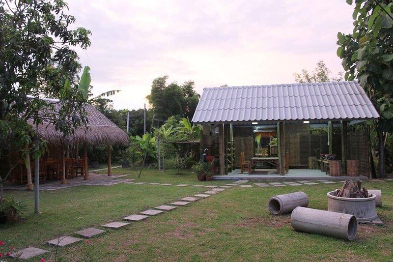 Love Chiang Mai Cooking School Stay, alquiler de vacaciones en Lamphun