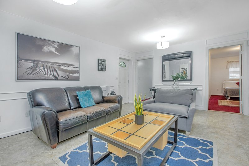 2BR Backyard Grand Apartment with Full Kitchen, 2mins to train to NYC, aluguéis de temporada em Jersey City