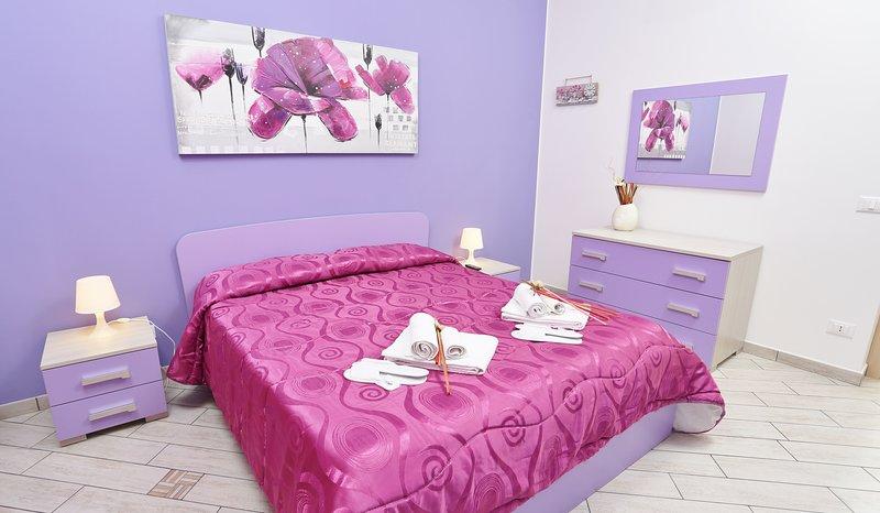 camera da letto principale, con culla, Tv, condizionatore e 3°letto aggiuntivo