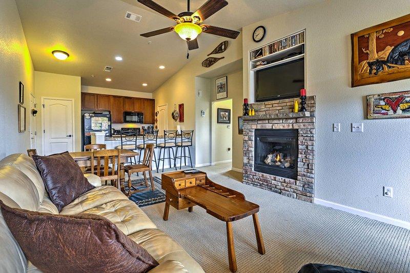 Granby Condo - 2 Mi to Granby Ranch, 18 Mi to WP!, holiday rental in Hot Sulphur Springs