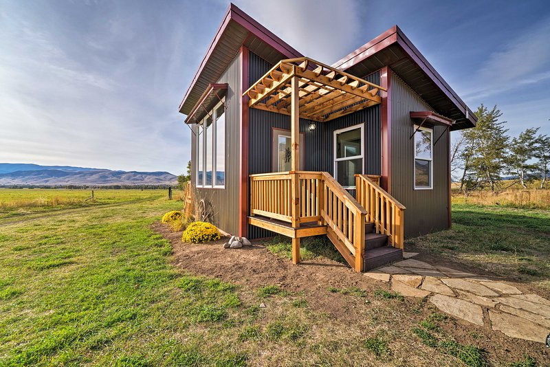 Beautiful Ranch Cottage - 40 Min to Yellowstone NP, holiday rental in Pray