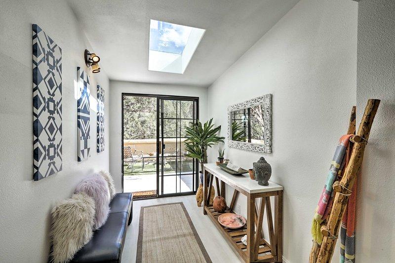 Sedona Zen Retreat w/ Yoga Studio & Furnished Deck, holiday rental in Village of Oak Creek