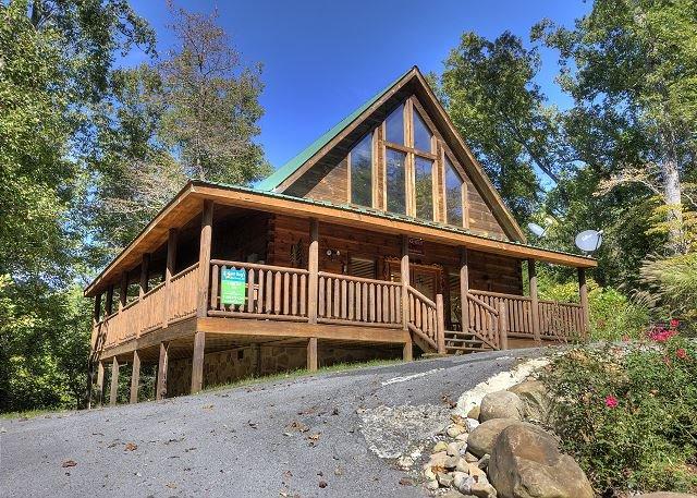 Gorgeous Smoky Mountain Log Cabin
