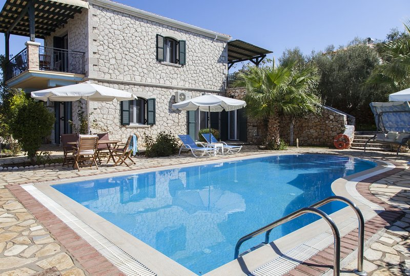 FamilyStyle Villa Aliki With Private Pool &Amazing View Now WIth -20% Until 18/7, vacation rental in Kavallos