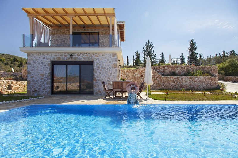 -20% At Villa Natalia with Private Pool & Spectacular Views For Early July Dates, vacation rental in Kavallos