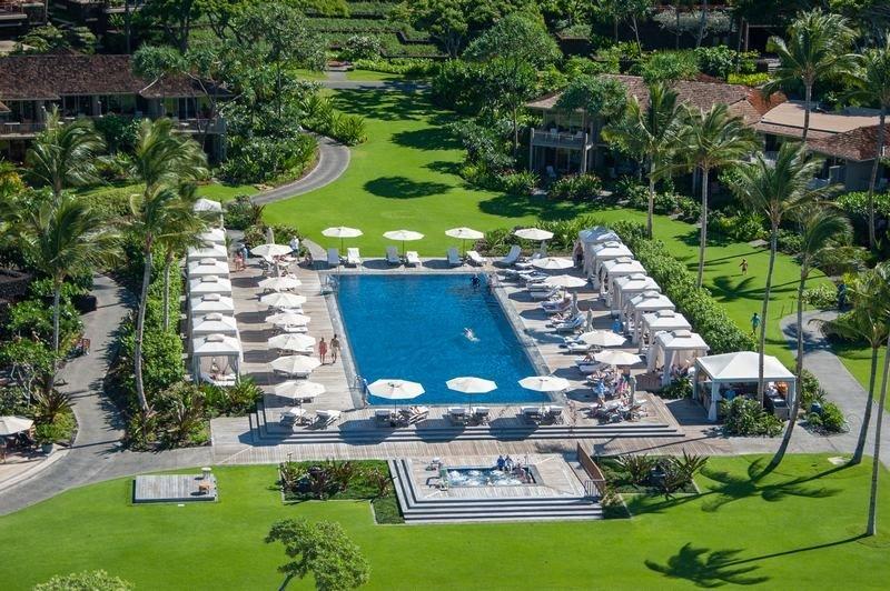 ¡Deje que sus vacaciones comiencen en la piscina del Four Seasons Resort Hualalai!