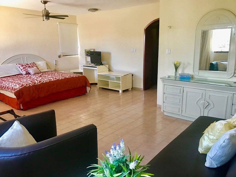 Safe and remodeled three bedroom house with pool, holiday rental in Conkal