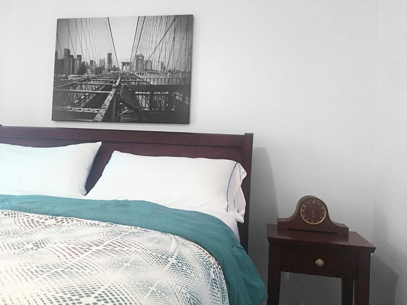 Private Room Minutes to NYC *Brooklyn Bridge* with Shared Bathroom and Kitchen, aluguéis de temporada em Jersey City