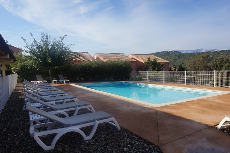 Nice apt with shared pool & terrace, vacation rental in Saint Florent