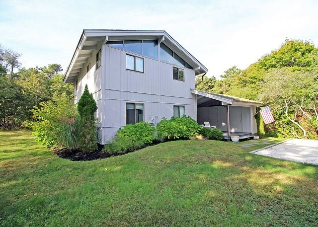 KATAMA VACATION HOME JUST A SHORT DISTANCE TO SOUTH BEACH, holiday rental in Edgartown