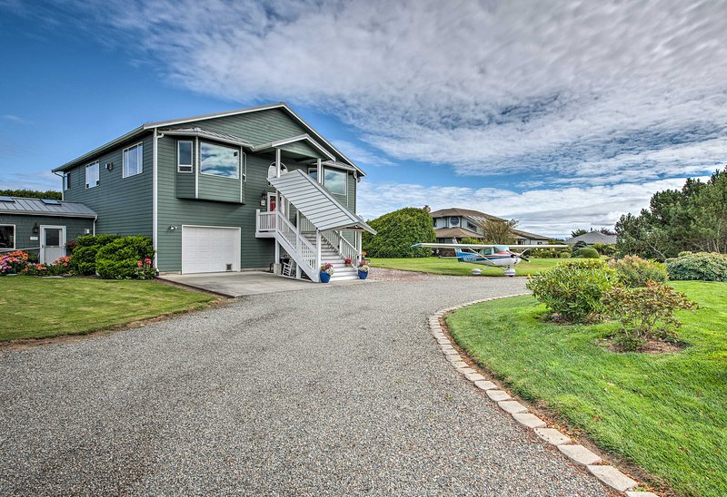 This home also lies close to Olympic National Park!