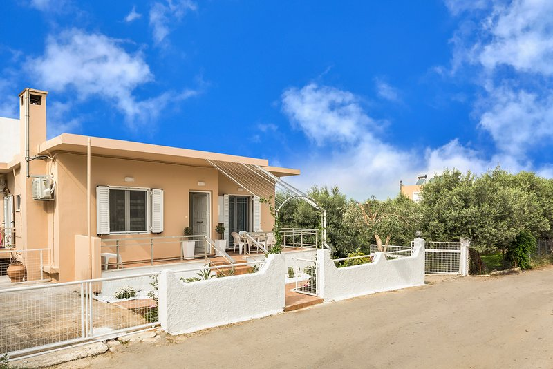 Athina's House chania, holiday rental in Daratsos