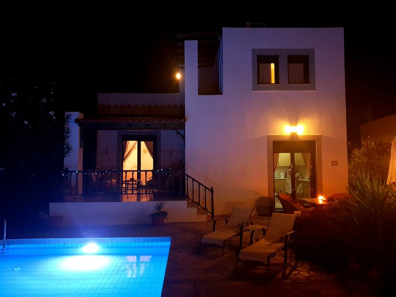 Villa Romantikos stunning with private pool, 5 mins from Lindos,beaches, holiday rental in Laerma